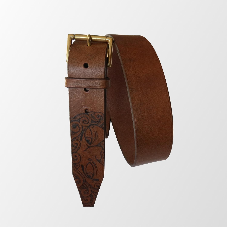 ceinture tatouée tatouage cuir